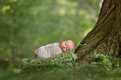 Summer outdoor newborn photo session