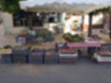 Etal d'un marché de la Ferme de TANGA à Mortagne-au-Perche