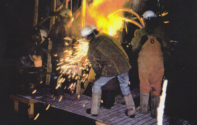 Foundry, tapping out iron.bmp