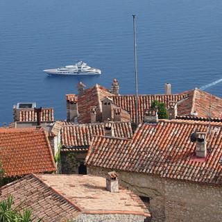 sea-coast-town-wall-cityscape-vacation-1