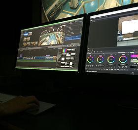 Equipo de edición para video y cine no lineal de alta tecnología.