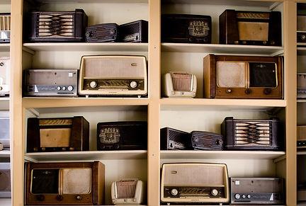 Acoustic Comunicación ofrece asesoría en identidad y creatividad para radio emisoras.
