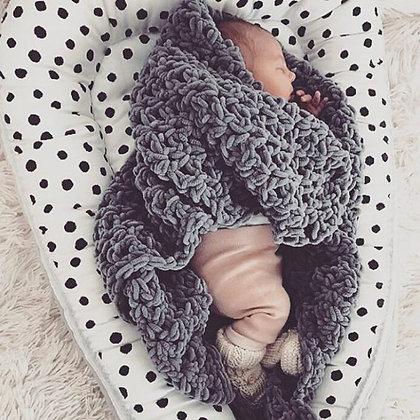 Babynest Punkte / Fleece grau