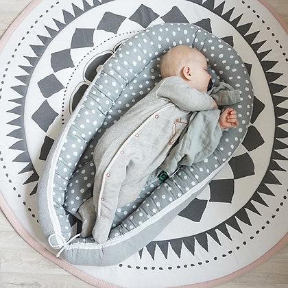 Babynest Punkte auf grau / Fleece grau