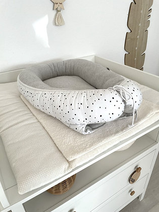 *Babynest Punkte auf weiß /Fleece grau meliert