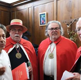 A la sacristie, avec la confrérie de la Rosette de Lyon