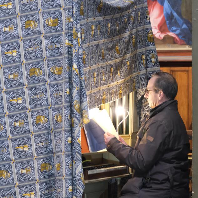 L'organiste se prépare