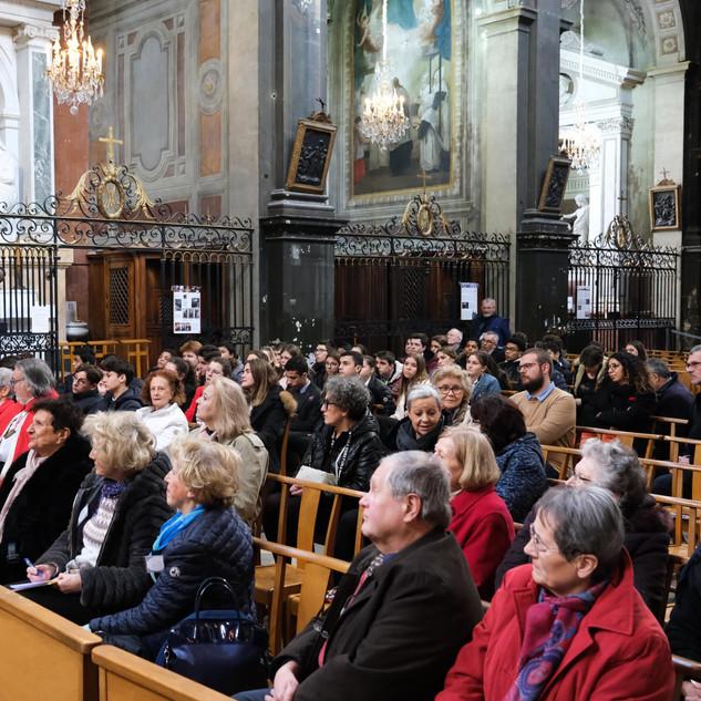 L'assemblée, les jeunes de l'école Jeanne de France