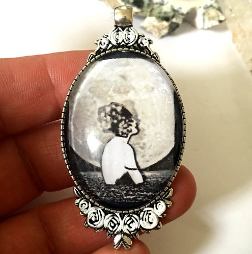 Black & White Art Deco Woman Full Moon Moonlight Art Jewelry Cameo Pendant