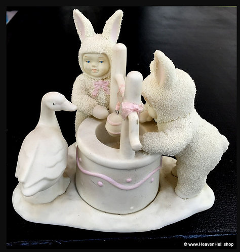 1995 Vintage Snowbabies Snow Bunnies Easter Bunny Figurine Wishing Well