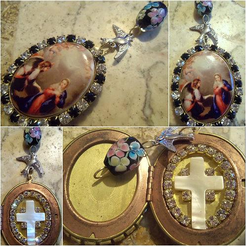 Archangel St. Gabriel Virgin Mary Annunciation Shrine Prayer Locket Ex-voto