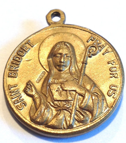 Religious jewelry: Vintage Saint Patrick St Bridget Heavy Gold Plate Medal Creed