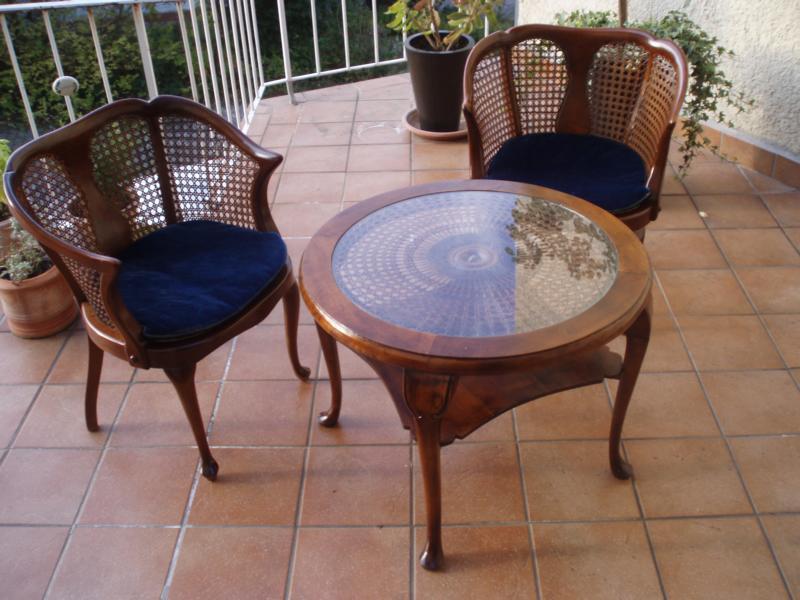 Tisch mit Sonnengeflecht