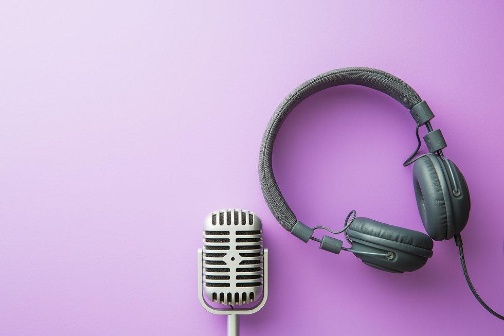 vintage-silver-microphone-and-headphones