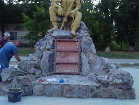 В Вулканештах продолжаются работы по установке памятника воинам - интернационалистам