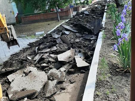 В городе Вулканешты идет реконструкция тротуаров по улице Ленина