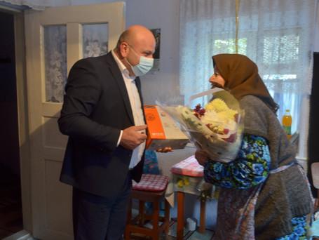 Примар Вулканешт Виктор Петриоглу поздравил долгожительницу с Днем города