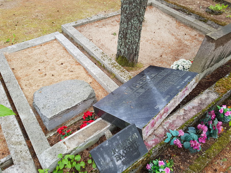 Парламент ужесточил наказание за надругательство над могилами и надгробиями