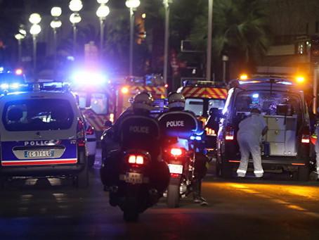 Теракт в Ницце: 80 человек погибли, Франция в трауре
