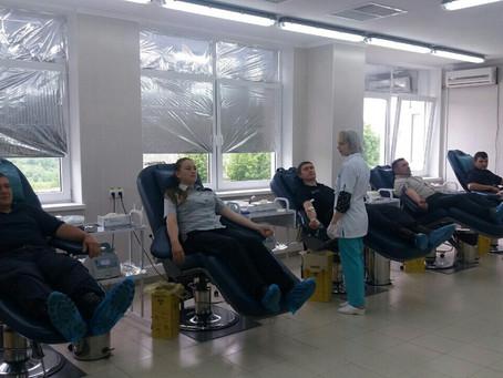 Сотрудники пограничной полиции стали донорами крови