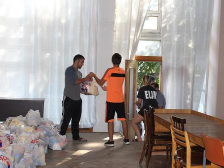 Волонтеры из США предоставили социально-уязвимым жителям города продуктовые пакеты