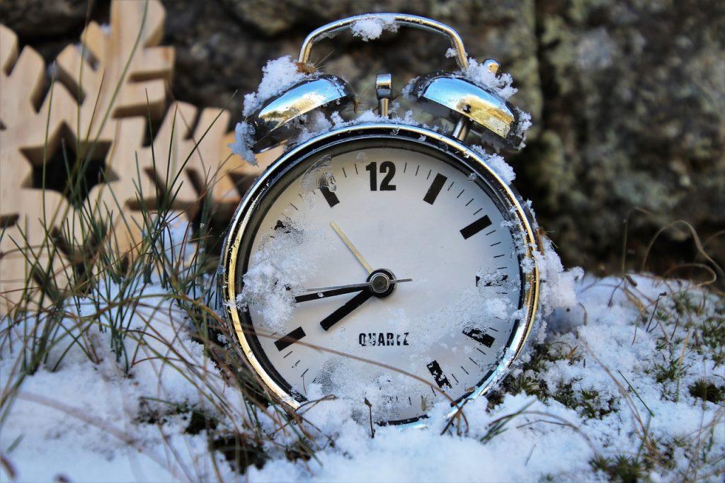 зимние картинки с часами что мечтают костюмах