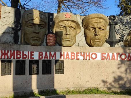 Отдел благоустройства примарии Вулканешт убрал территорию у Мемориала Славы