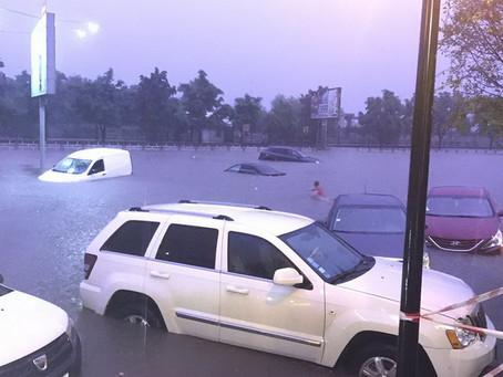Сильнейший ливень в Кишиневе затопил десятки автомобилей