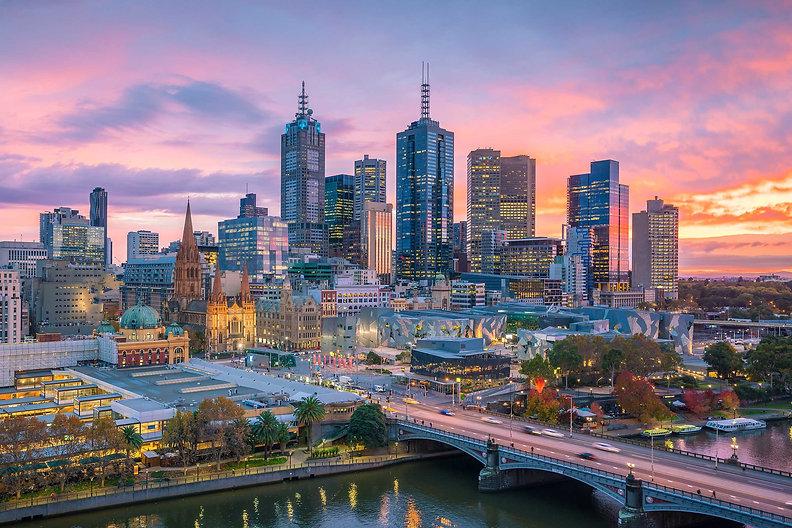 Melbourne_CBD_Flinder_St_Station_&_Yarra