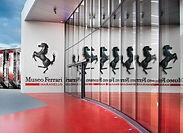 Plongez dans le monde Ferrari des voitures de formule 1 lors d'une visite de Maranello et de ses environs. Découvrez l'histoire Ferrari du XXe siècle au Museo Ferrari et visitez Museo Casa Enzo Ferrari.