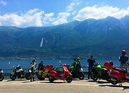 Avec vos fameuses Vespa,  profitez à votre rythme de collines verdoyantes, du prestigieux lac de Garde et du charme de Vérone.