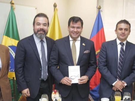 Arnoldo Cisternas se reúne con el Presidente de la Asamblea Nacional de Ecuador