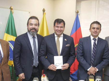 Arnoldo Cisternas expone encuentro de empresarios en Ecuador