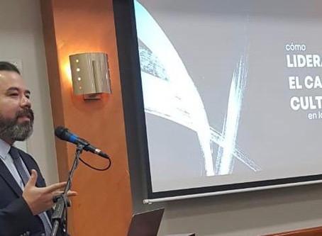 Arnoldo Cisternas comparte las claves del futuro con empresarios en Ecuador