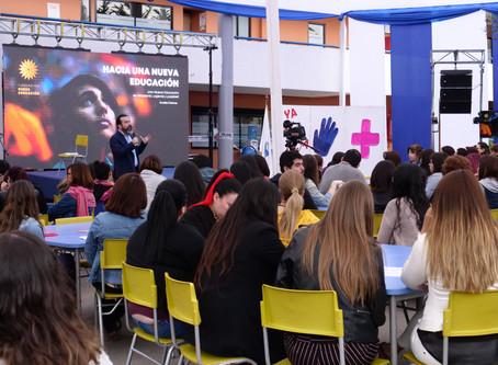 Profesores de Colegio Mayor de Peñalolén comprometidos con la Nueva Educación.