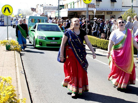 [Cootamundra Herald] A good crowd lined Parker Street for the 2019 Wattle Day parade on Saturday.