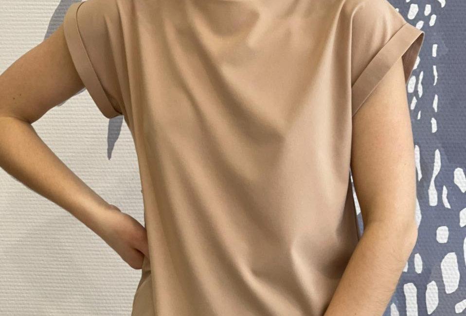 Базовая блузка из вискозы