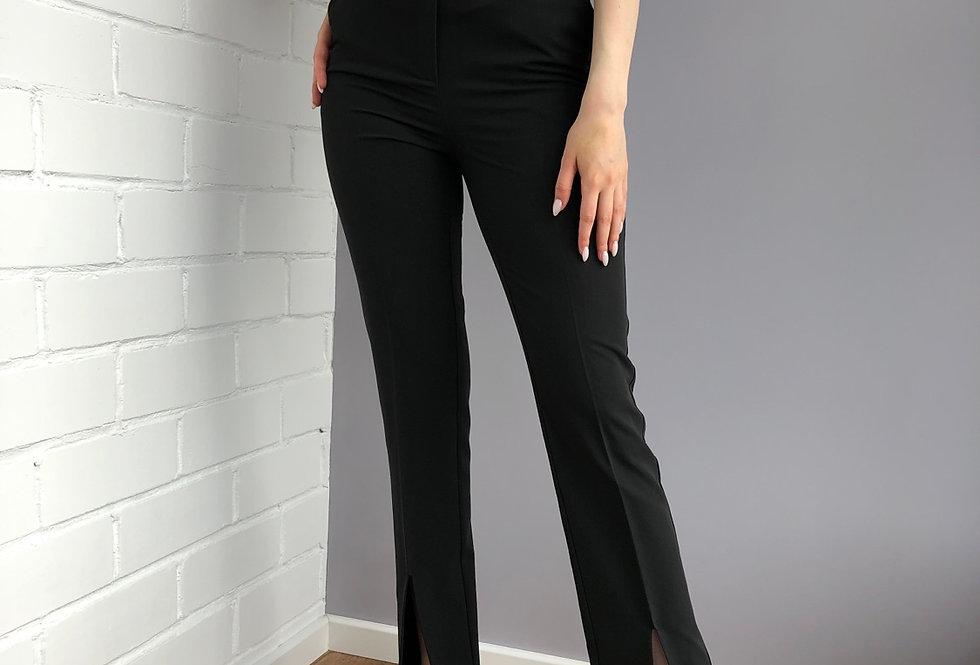 Узкие брюки с разрезом спереди