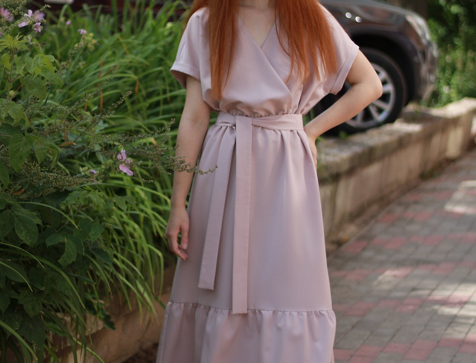 Платье со стойкой и оборками