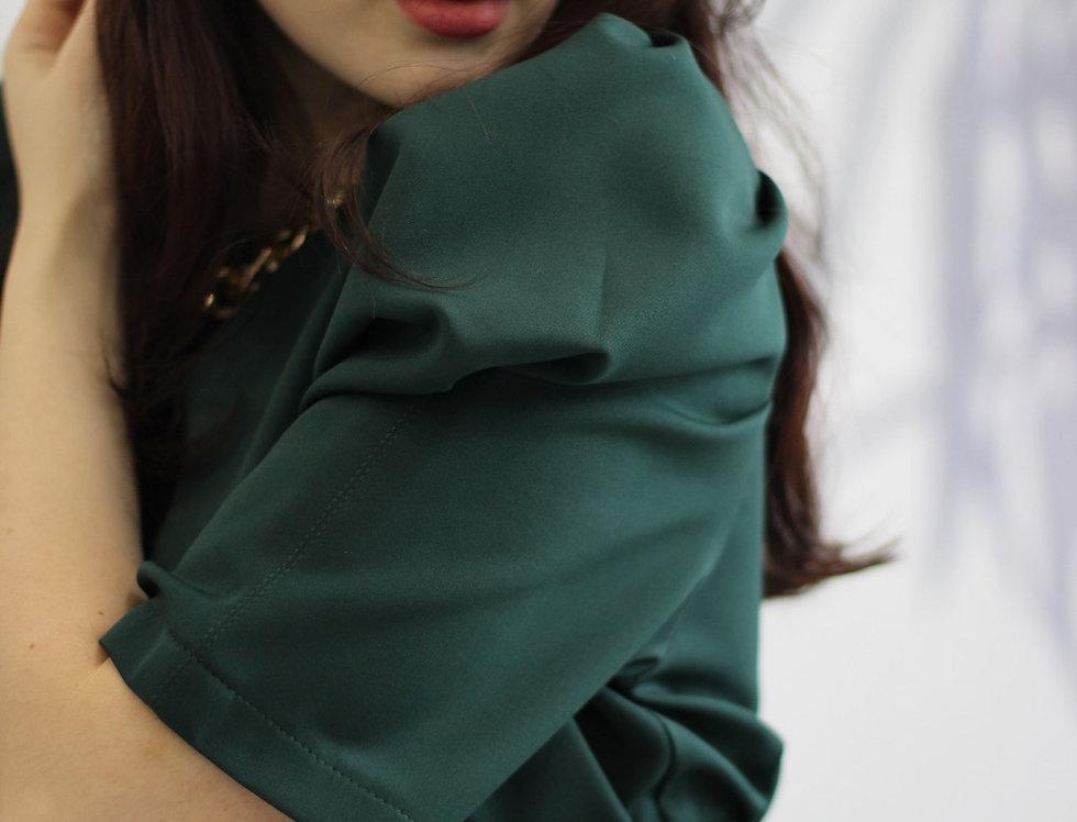 Платье с акцентными рукавами длинны миди