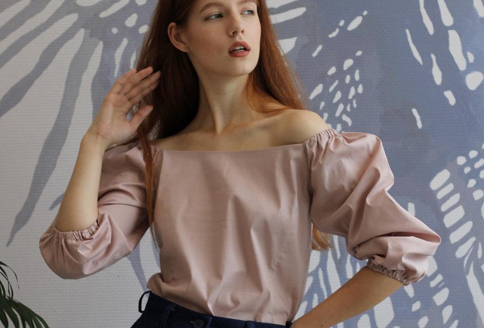 Блузка с вырезом каре