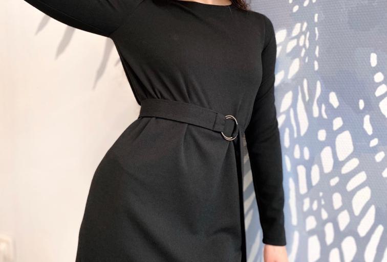 Силуэтное платье из крепа плиссе