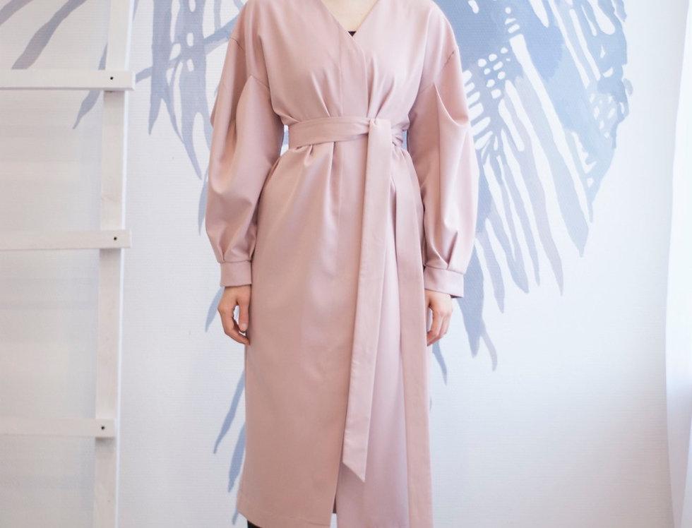 Платье с объемным рукавом и потайной планкой
