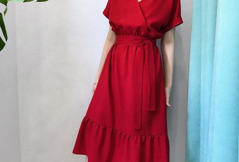 Платье со стойкой и оборками изо льна