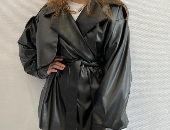 Жакет с объемным рукавом из экокожи