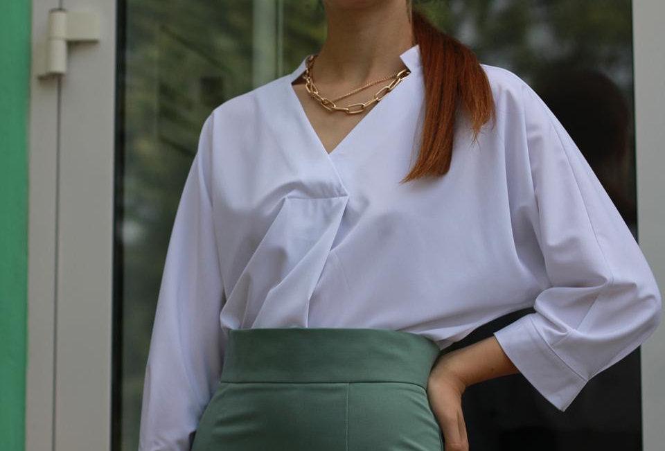 Блузка со стойкой
