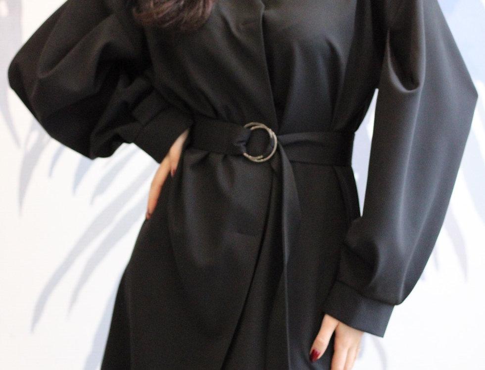 Платье с кнопками и объемным рукавом