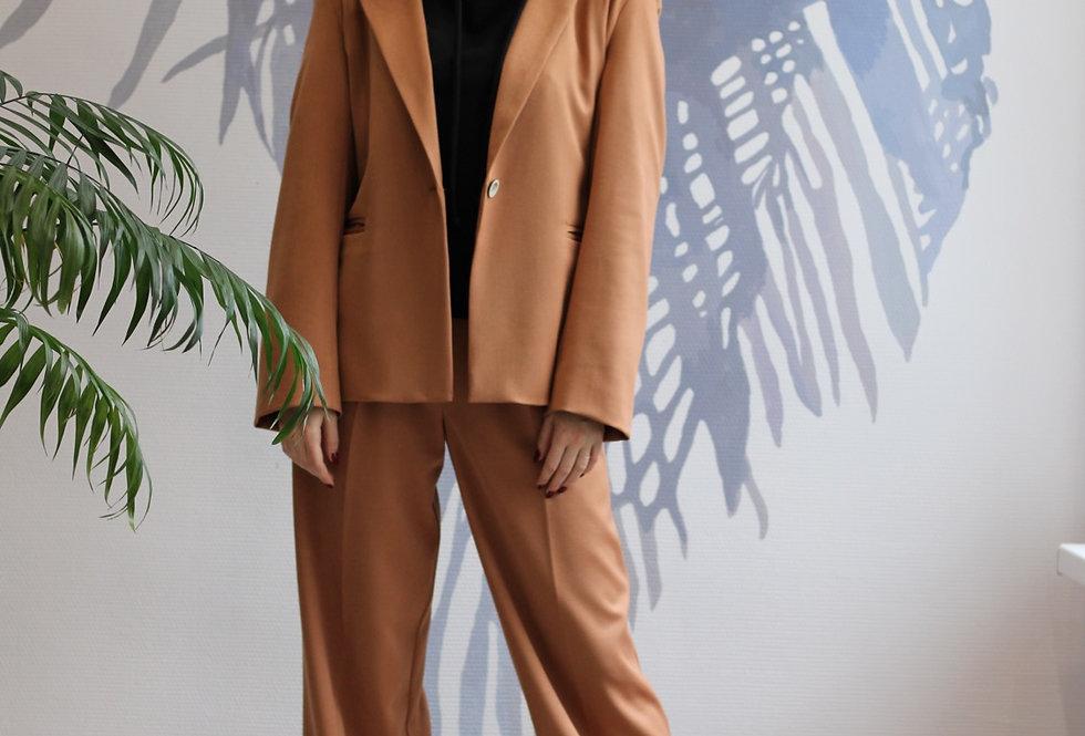 Базовый жакет из плотной костюмной ткани