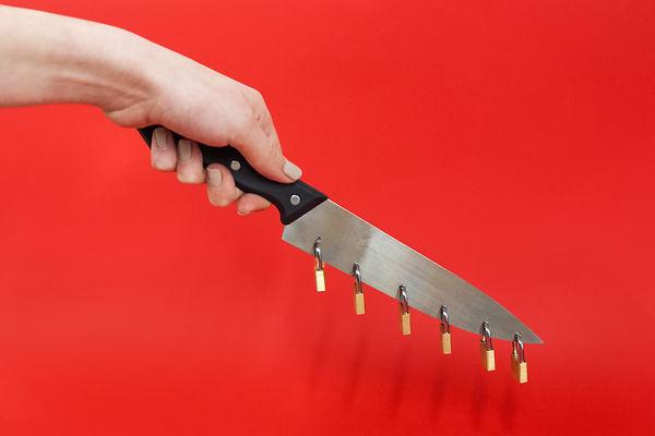 PADLOCK KNIFE 1.jpg