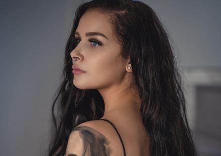 Michelle (R)